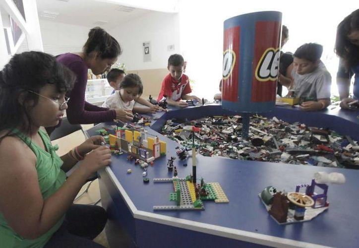 Las actividades mezclan la ciencia, la música, las artes plásticas, el reciclaje y la expresión corporal, entre otras. (Redacción/SIPSE)