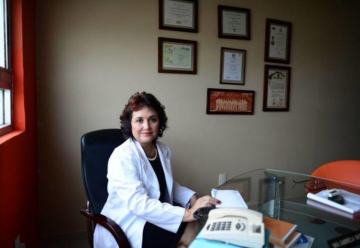 La doctora mujer de ciencia y de fe ha encomendado su trabajo a la providencia, gracias a los valores inculcados por su madre, Justina Sosa Romero. (Milenio Novedades)