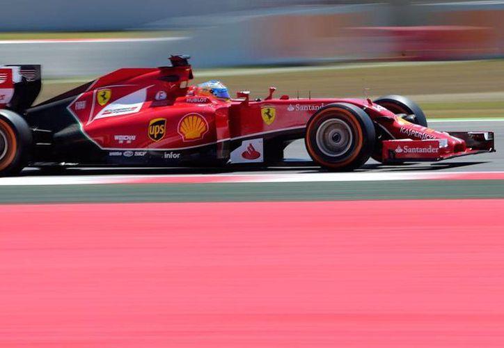 El piloto español Fernando Alonso, ganador del Gran Premio de España el año pasado, no tuvo suerte en las prácticas de hoy, en Montemeló. (AP)
