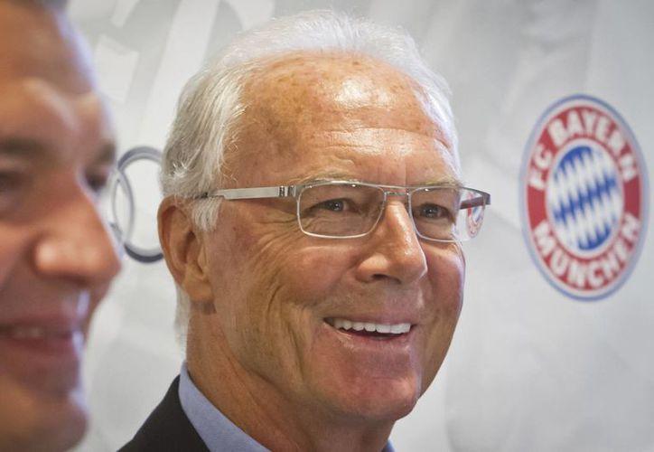 De acuerdo con la Federación Alemana de Futbol, Franz Beckenbauer sí recibió mucho dinero relacionado con el Mundial de 2006. (AP)
