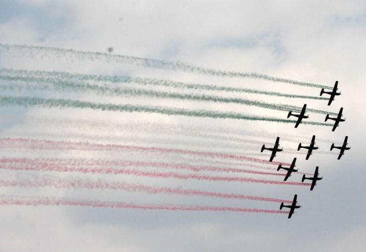 El Presidente de la República encabezó el inicio de la Feria Aeroespacial 2015 en la base Aérea Militar número 1 de Santa Lucía. (Notimex)