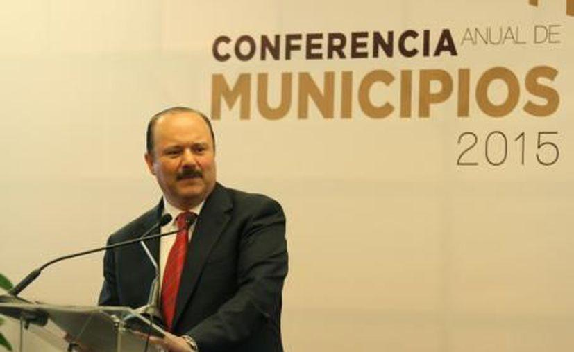 La Fepade solicitó a la Interpol una ficha roja más para la captura del exgobernador de Chihuahua César Duarte. (El Financiero)