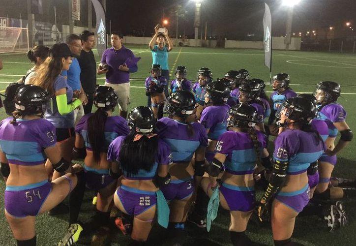 Tras un complicado inicio, las chicas reaccionaron y terminaron por adjudicarse una gran victoria. (Ángel Villegas/SIPSE)