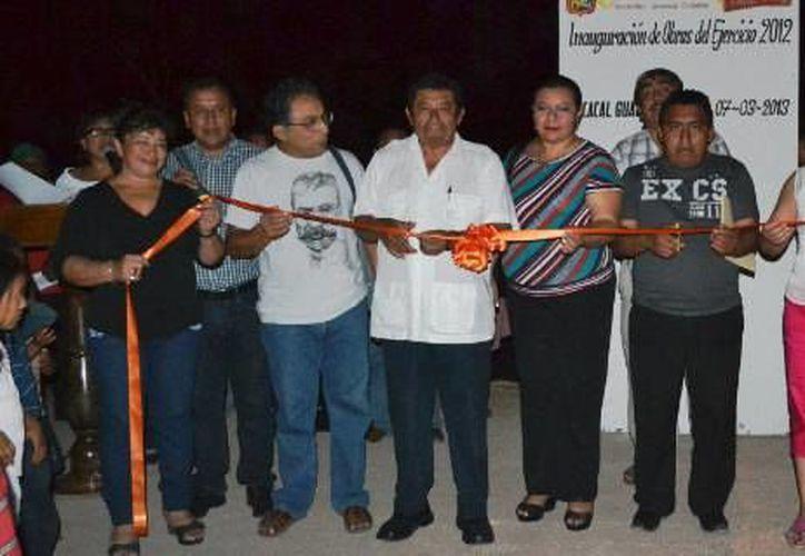 Autoridades municipales inauguraron la construcción de calles de terracería a nivel subrasante con una inversión de 998 mil 382 pesos. (Redacción/SIPSE)