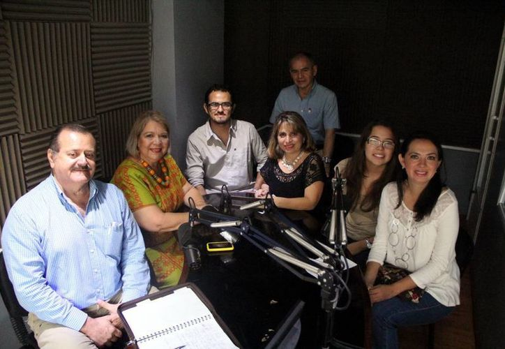 """Participantes en la transmisión del programa """"Salvemos una Vida"""". (SIPSE)"""