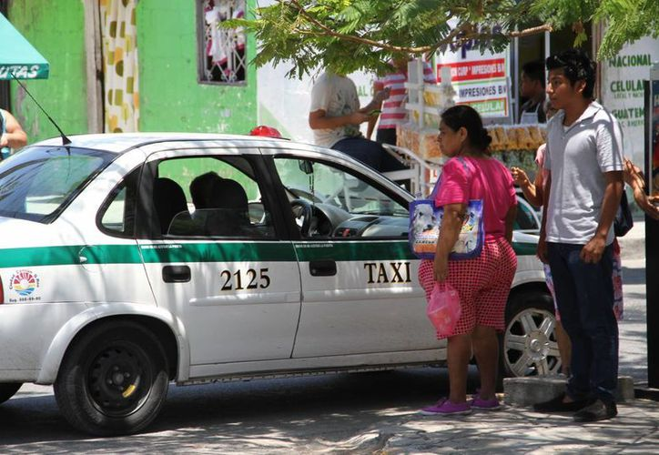 El equipo se instalará en mil 500 unidades que ofrecen el servicio en Cancún, principalmente en la zona de hoteles. (Tomás Álvarez/SIPSE)