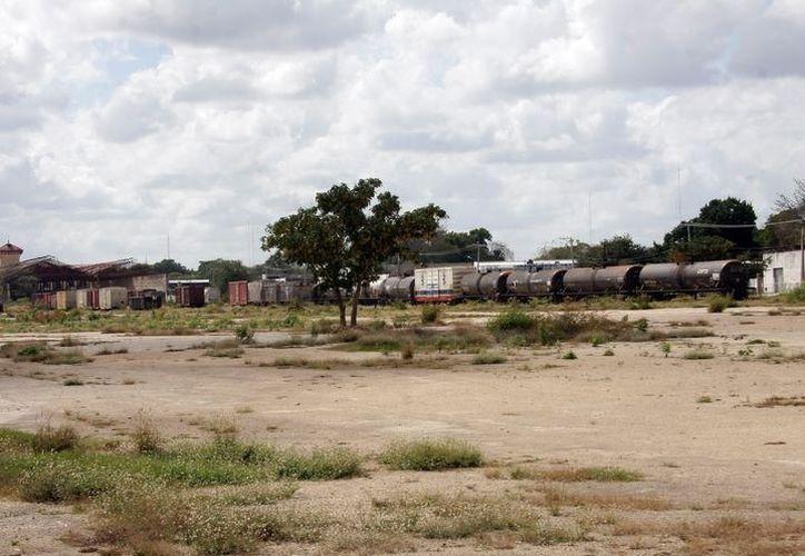 Los vagones y el material que se encuentra en el área será trasladado al centro ferroviario de Poxilá. (Milenio Novedades)
