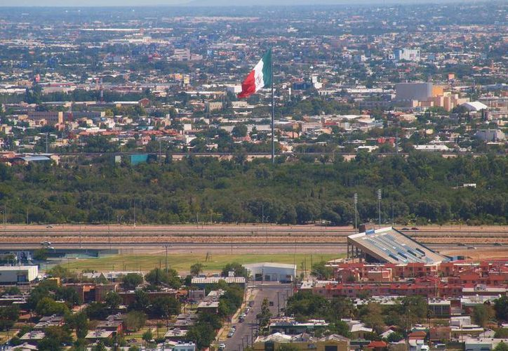 Buscan aprovechar el acelerado crecimiento de la región. En la imagen, la línea divisoria entre Ciudad Juárez, Chihuahua y El Paso, Texas. (Archivo/Agencias)