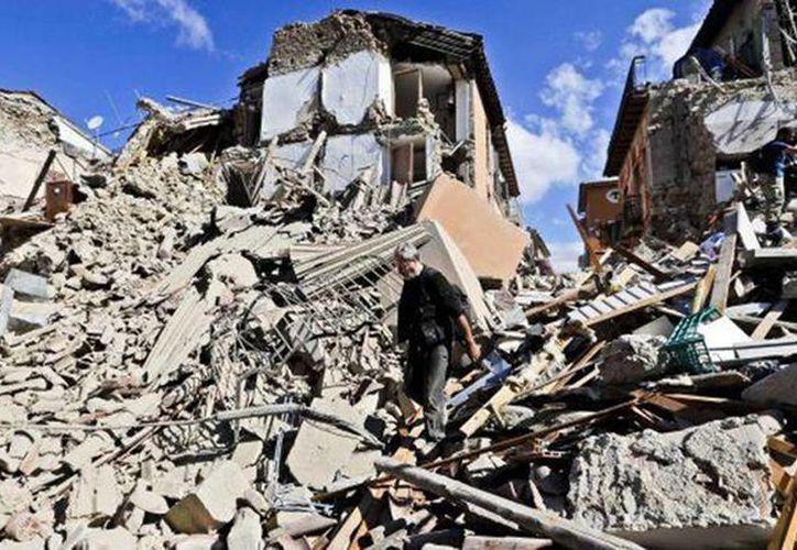 Este día se reportaron diversos sismos en Italia, el de mayor magnitud fue de 5.1 grados en escala de Richter. Imagen de contexto de edificios derrumbados por un terrible sismo ocurrido en agosto del año pasado.(Archivo/AP)