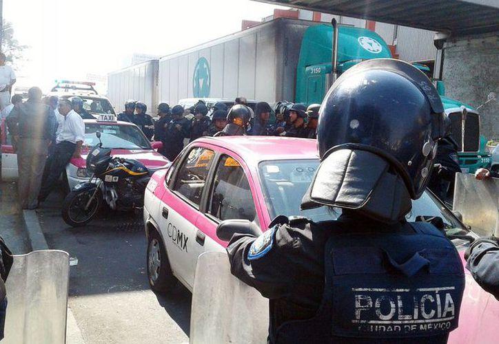 El bloqueo fue realizado por más de 300 integrantes de la organización Servicios Colectivos Melchor Muzquiz. Imagen del cierre de calles en la Ciudad de México. (@Foro_TV)