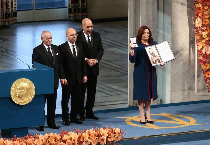 El Cuarteto para el Diálogo Nacional en Túnez fue galardonado con el Premio Nobel de la Paz, entregado este jueves en Oslo, en presencia de la Familia Real noruega. (AP)