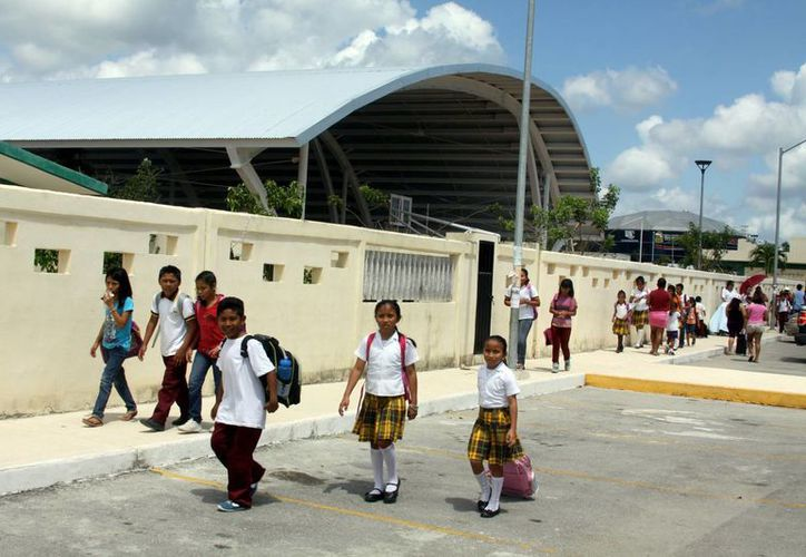 Las vacaciones se acabaron para los más de 33 mil estudiantes de nivel básico de Playa del Carmen.  (Adrián Monroy/SIPSE)