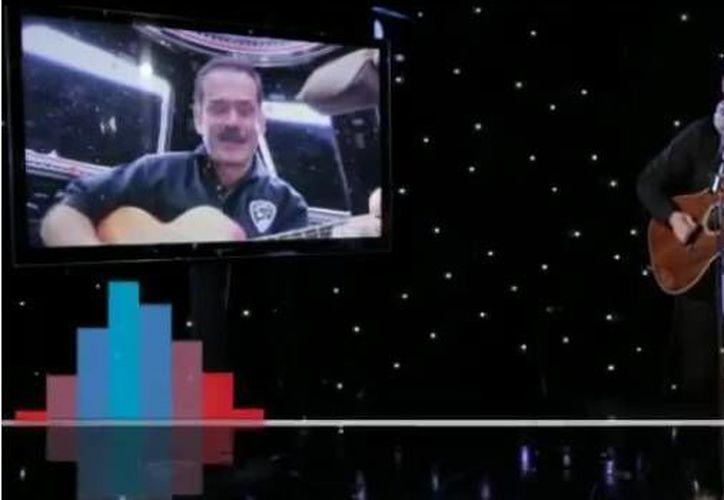 La canción la comenzaron a escribir cuando Hadfield estaba todavía en formación en Rusia durante la misión espacial. (YouTube)
