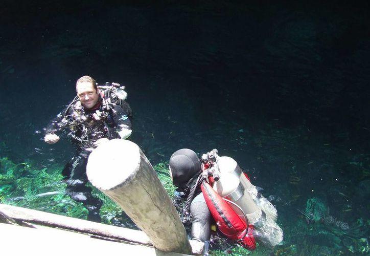 El buceo es una de las principales actividades que se realizan en cenotes y presentan más riesgos para los ciudadanos. (Rossy López/SIPSE)