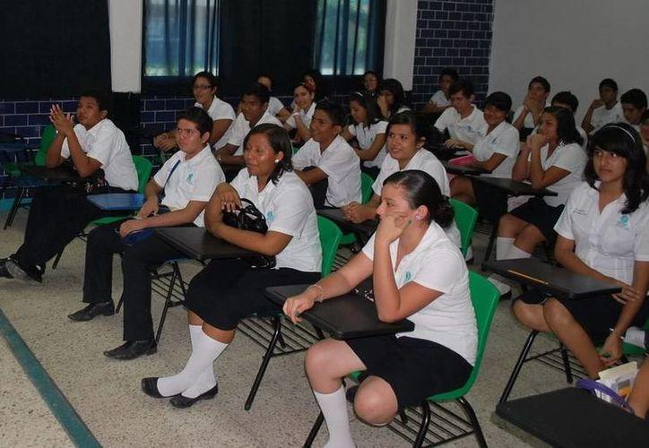 Autoridades educativas se congratulan que Quintana Roo retome su participación en este tipo de concursos nacionales, ya que acerca a los jóvenes bachilleres al estudio de la ciencia y la tecnología. (Harold Alcocer/SIPSE)
