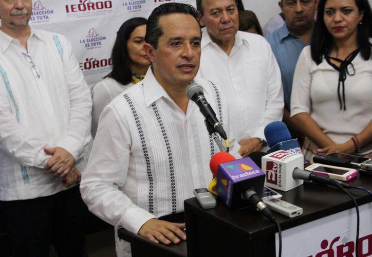 Carlos Joaquín, candidato por la colación integrada por los partidos PAN y PRD, recibió ayer la constancia como gobernador electo de Q. Roo. (Ángel Castilla/SIPSE)