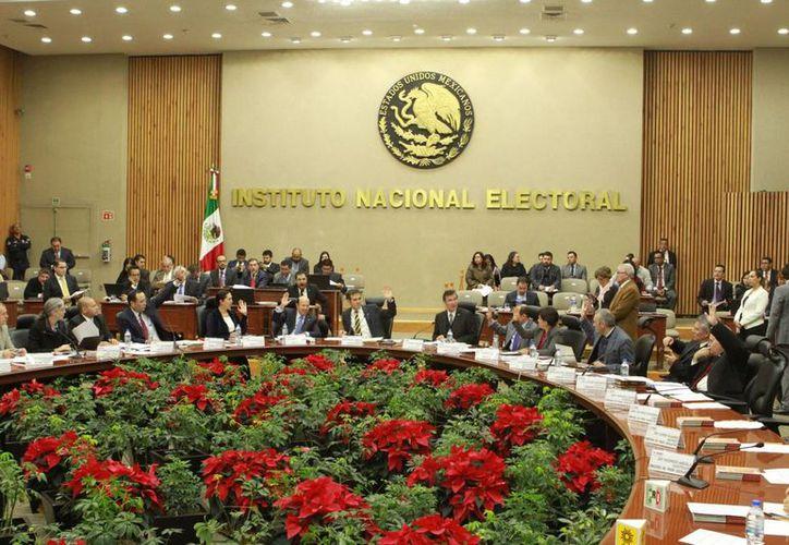 El INE someterá a análisis el proyecto para multar a los partidos políticos por gastar recursos públicos en bienes y servicios sin 'objeto partidista'. (Notimex)