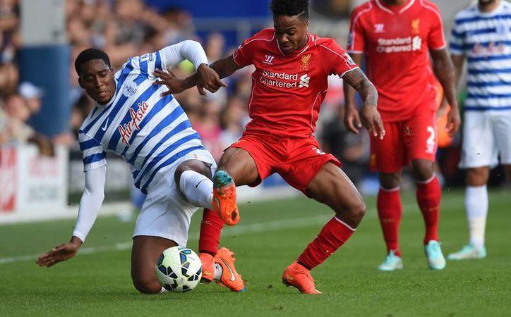 Liverpool venció a QPR pero evidenció una defensa vacilante, motivo de preocupación ante el próximo partido contra Real Madrid en la Liga de Campeones. (AP)