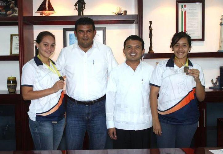 Las deportistas agradecieron el apoyo del presiente municipal. (Cortesía/SIPSE)
