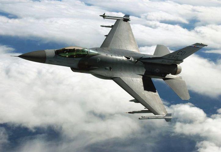 Dos aviones caza escoltaron a una aeronave de la aerolínea Compass Airlines, debido a la agresión de un pasajero dentro del avión. (avionesdecombate.net)