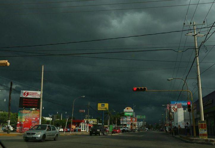 Tal como ha acontecido en los últimos días, se espera que durante el día en Yucatán haya mucho calor y que en el transcurso de la tarde llueva incluso con mucha intensidad. (José Acosta/Milenio Novedades)