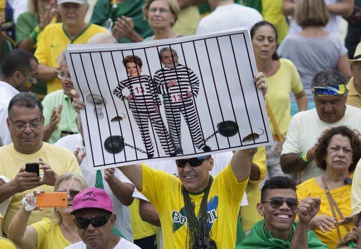 Los brasileños han manifestado su enojo tras los problemas políticos y económicos que vive el país, lo que ha dejado a un lado la 'fiesta' de las olimpiadas. (AP)