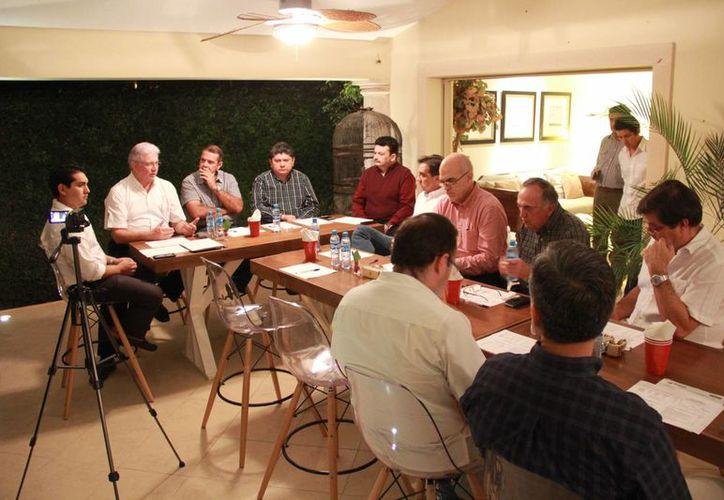 Imagen de la mesa de trabajo oportunidades de inversión extranjera directa del capítulo 'Yucatán, protagonista internacional', que promovió la Fundación Colosio Filial Yucatán. (SIPSE)