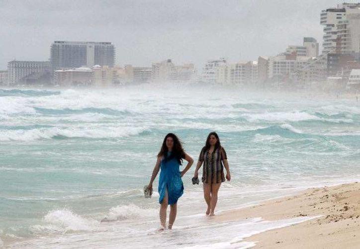 Los turistas nacionales y extranjeros de Quintana Roo recibieron la información en tiempo y forma sobre el fenómeno meteorológico. (Foto de Contexto/elnuevoherald.com)