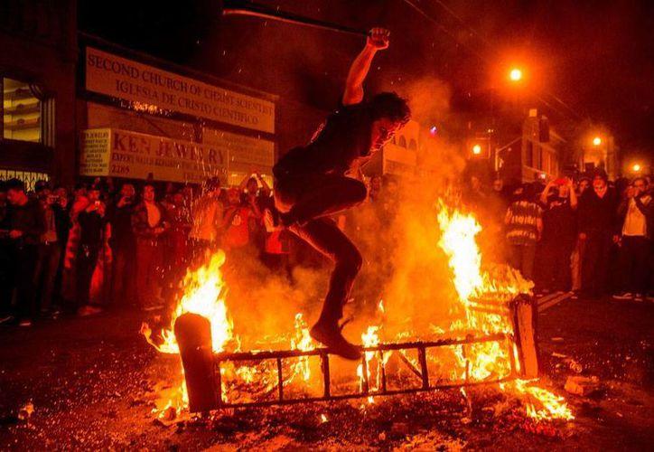 En San Francisco, los festejos por el campeonato de la Serie Mundial que se llevaron los Gigantes se tornaron violentos. (AP)