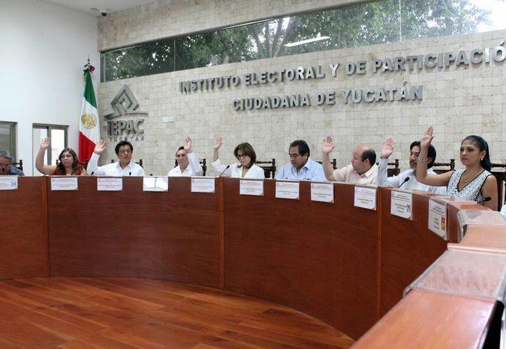 El Iepac estudiará alcances de candidaturas comunes en Yucatán. Imagen de la sesión del Consejo General del Instituto Electoral y de Participación Ciudadana. (Milenio Novedades)