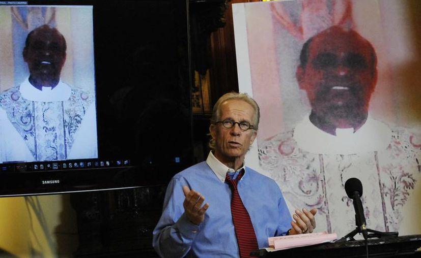 Jeff Anderson, abogado del sacerdote Joseph Palanivel Jeyapaul, da detalles sobre la liberación de su cliente. (AP)