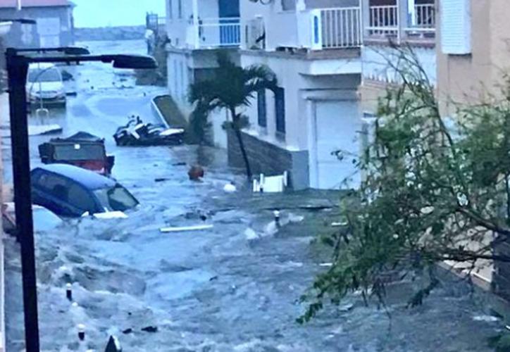 El huracán 'Irma' impactó Antigua y Barbuda a las 02.00 hora local. (Captura/Twitter).