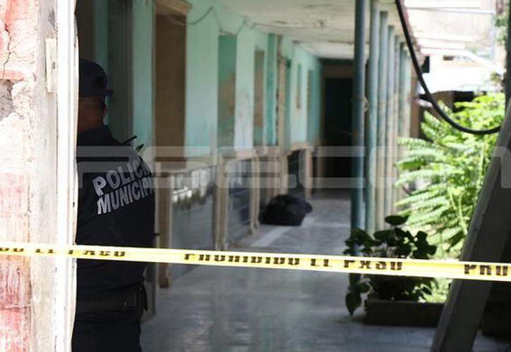 """Sobre el asesinato de un hombre en el Hotel Posada """"Castillo"""", la autopsia realizada por el Servicio Médico Forense determinó que la causa de la muerte fue asfixia por estrangulamiento. (Milenio Novedades)"""