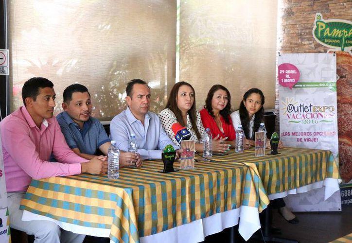 En rueda de prensa, los organizadores dieron detalles del Outlet Expo Vacaciones. (José Acosta/Milenio Novedades)