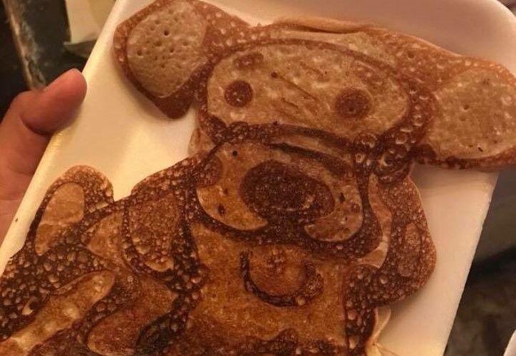 Lo recaudado con la venta de hot cakes de la perrita, se donará a las víctimas del sismo. (Foto: Twitter)