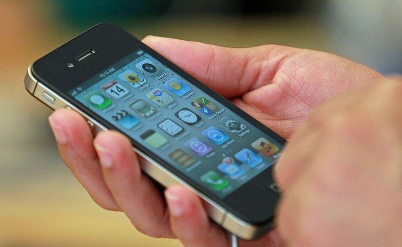Usuarios de teléfonos inteligentes no toman en cuenta los riesgos de seguridad que implican. (Internet)