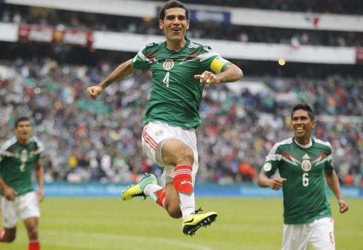 El futbolista Rafael Márquez (c) ya jugó en las justas mundialistas de Corea del Sur 2002, Alemania 2006 y Sudáfrica 2010, y se alista para Brasil 2014. (Agencias)
