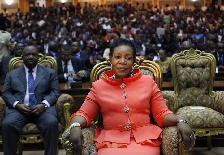Catherine Samba-Panza es la primera mujer en gobernar ese país, asumió la presidencia durante una ceremonia días después de que la eligiera un consejo nacional de transición. (Agencias)