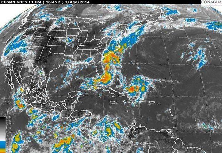 Imagen de satélite que emite la Conagua, en la que se observa la baja presión en el Pacífico mexicano. (http://www.cna.gob.mx)