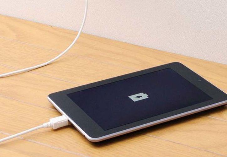 Dejarlo cargando con la batería a 100% es un grave error. (Foto: Contexto/Internet)
