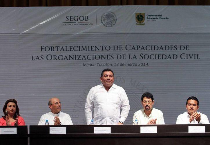 """Autoridades inauguran  el curso """"Fortalecimiento de capacidades de las organizaciones de la sociedad civil"""". (Milenio Novedades)"""