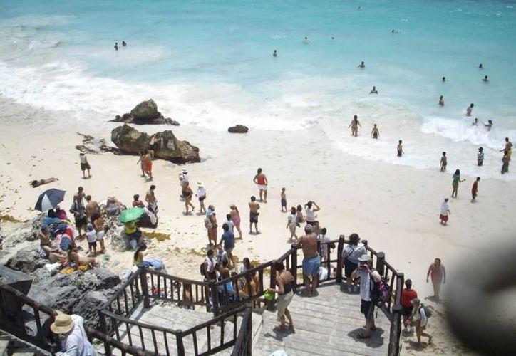La limpieza de playas es una labor que no se deja de lado y este 23 de septiembre el ayuntamiento de Tulum participará en una jornada. (Archivo/SIPSE).