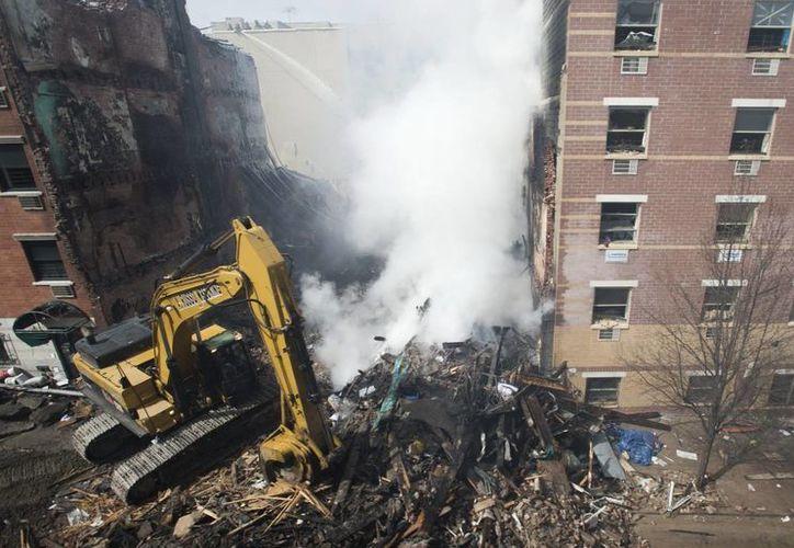 La explosión y derrumbe dejó como saldo ocho muertos hasta ahora. (EFE)