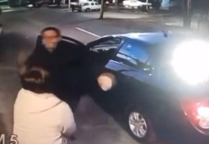 """El conductor José """"N"""" agrede a la mujer cuando le pide que revisar su cehículo. (Foto: Captura de video)"""