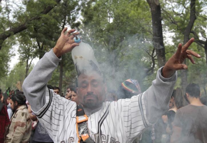 Decenas de personas conmemoraron el Día mundial por la liberación del uso de la marihuana. (Foto: Milenio)