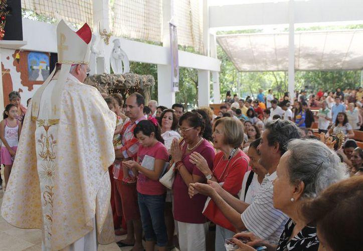 Monseñor Pedro Pablo Elizondo Cárdenas durante la homilía dominical. (Jesús Tijerina/SIPSE)