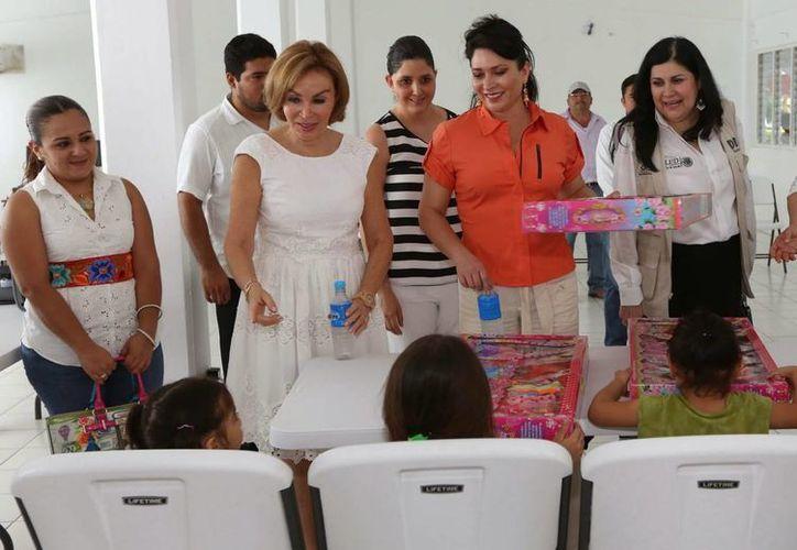 La Presidenta del DIF en Chiapas 'apuesta' por la educación de los menores. (Foto: Cortesía)