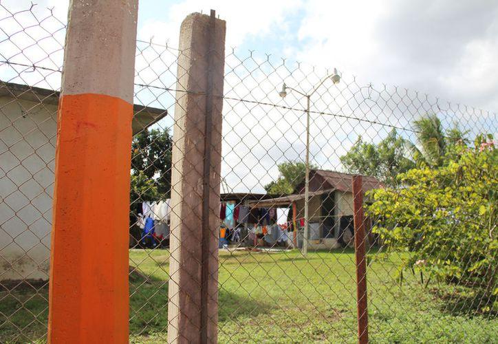 Los habitantes de Javier rojo Gómez han solicitado la reparación de alumbrado, pero no han tenido respuesta. (Carlos Castillo/SIPSE)