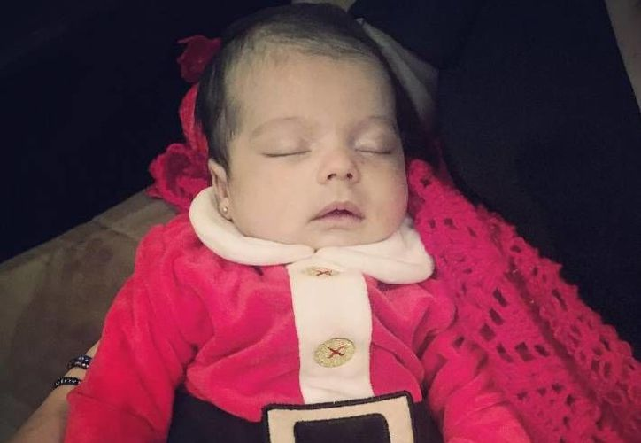 Mila, nieta de Bárbara Mori y Sergio Mayer, nació el pasado 21 de noviembre.(Foto tomada de Instagram/Bárbara Mori)