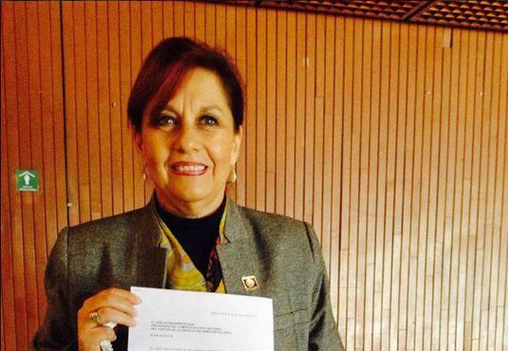 Martha Lucía Mícher publicó una imagen en su cuenta de Twitter con el documento de su renuncia al PRD. (twitter.com/malumicher)